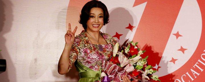 2013年,刘晓庆因话剧《风华绝代》荣获世界纪录大奖。