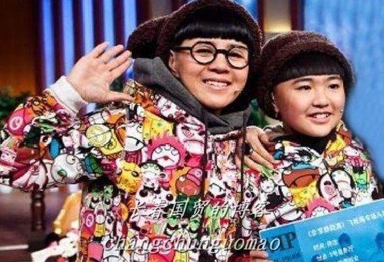 """""""金龟子""""刘纯燕女儿与母似姐妹(图)图片"""