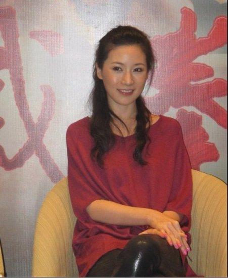 刘梓妍带病宣传《截拳道》 现身重庆引骚动