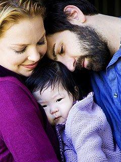 凯瑟琳·海格尔收养一韩裔女婴后 又动收养念头
