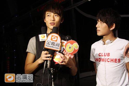王力宏长沙鼓励快男选手 陈翔和魏晨攀老乡