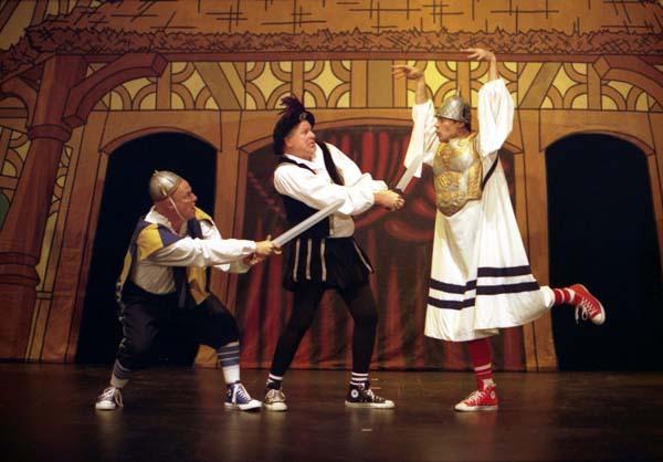 话剧《莎士比亚全集》 3个演员演近百个角色