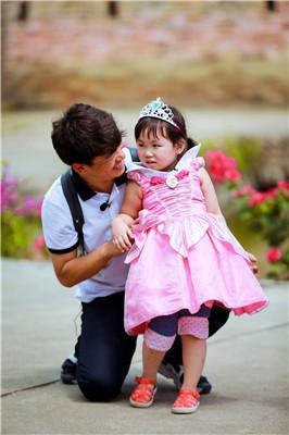 《爸爸3》王宝强父女遭遇史上最特别欢迎仪式
