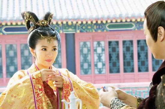 冯绍峰安以轩领衔《好女春华》