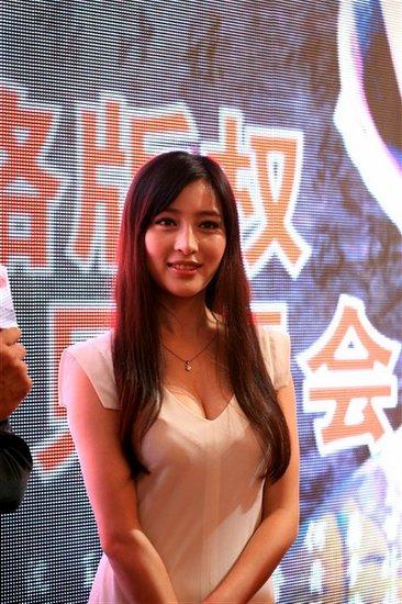 甘婷婷出席上海电视节 掀开《藏心术》悬疑面纱