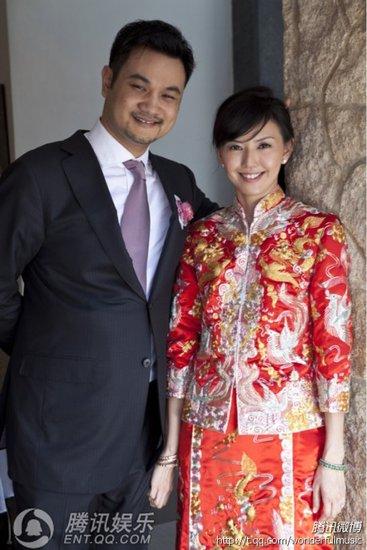 孙燕姿大婚第二套礼服亮相:中式礼服喜气洋洋