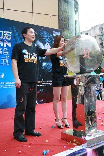 王力宏南京演唱会开票 神秘粉丝竞拍天价助公益