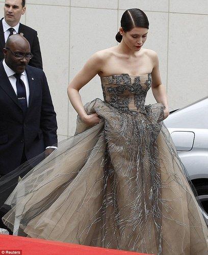 《波斯王子》伦敦首映 杰玛·阿特顿秀公主长裙