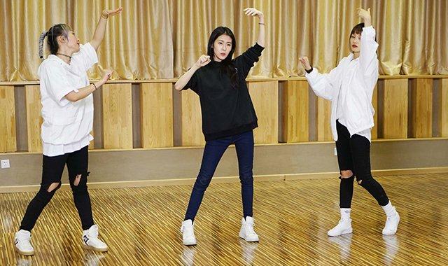 诉说电音态度 张碧晨新歌练习室版MV首发