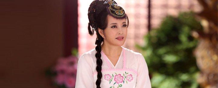 在古装剧《隋唐英雄4》中,刘晓庆以近60岁高龄出演少女主角而饱受热议。