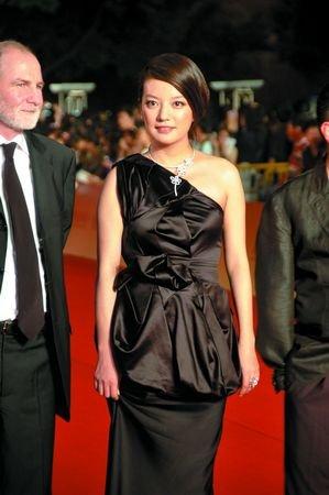 上海电影节闭幕赵薇独力撑场 影后导演都缺席