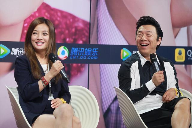 赵薇与黄渤(微博)做客《亲爱的》腾讯首映礼