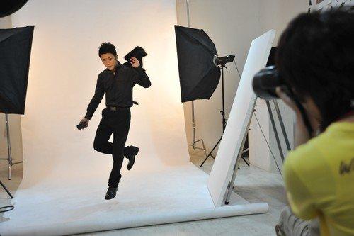 演员林申拍杂志封面大片 引领精英时尚风潮