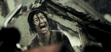 《唐山大地震》催泪效果足 女观众哭到要扶墙走