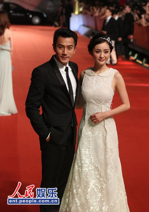 杨幂刘恺威携手上影节 婚礼装暗示好事将近?