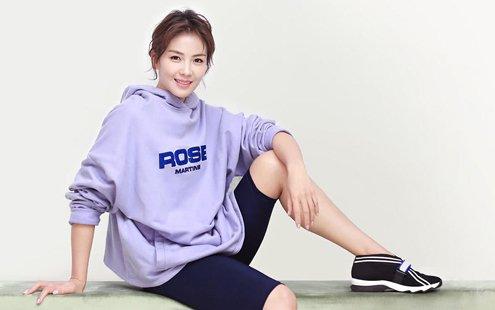 刘涛粉紫系夏装清新俏皮 灯笼袖运动风显好身材
