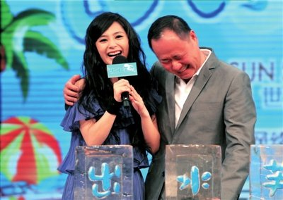 《出水芙蓉》举行首映礼 刘镇伟拿阿娇比朱茵