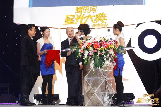 马伊琍黄磊同获年度荣誉 完美诠释80后感情观