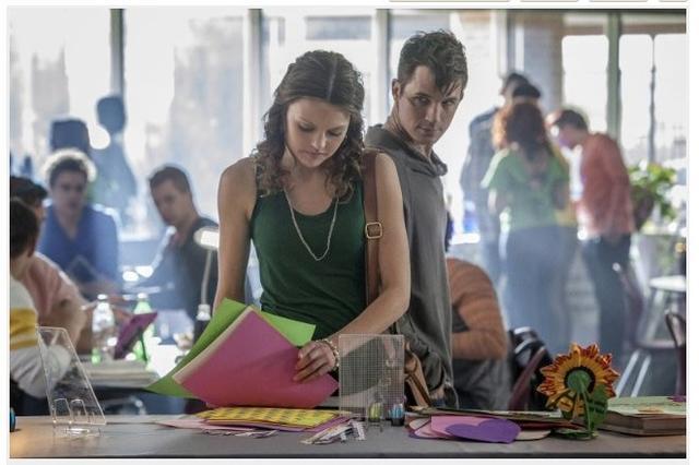 CW新剧《星恋》混合ET、超人与吸血鬼日记等元素