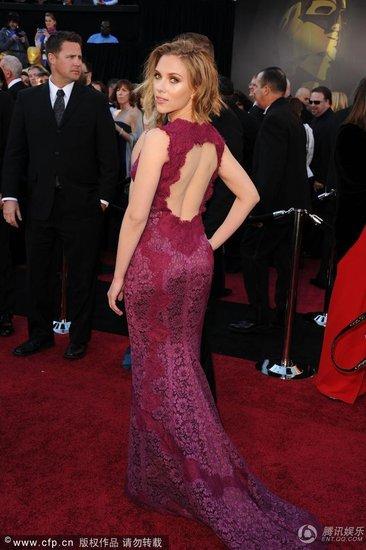 奥斯卡开幕式红毯最美女星 娜塔莉显母性之美