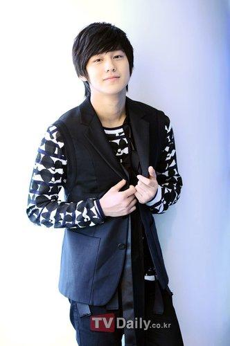 金范获邀参加上海电视节 VIP身份做颁奖嘉宾