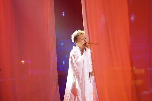 《歌声传奇》王中王震撼上演 性感黄龄遗憾失利