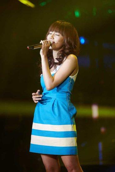 刘惜君《歌声传奇》甜美演绎 至上励合唱错歌词