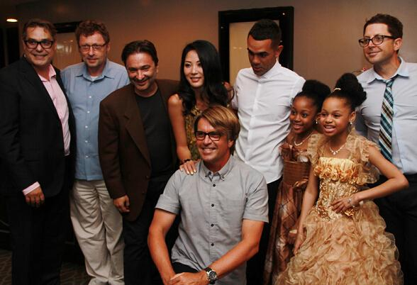 《领养惊魂》北美首映 符荷晴好莱坞闪耀站台