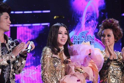 在天籁之声冠争夺夜中除了情歌王子樊博和高音女王许艺娜全