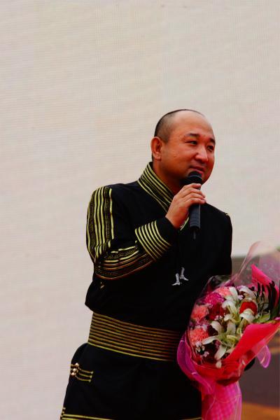 星光大道葛小虎参加慈善义演 献礼建党93周年