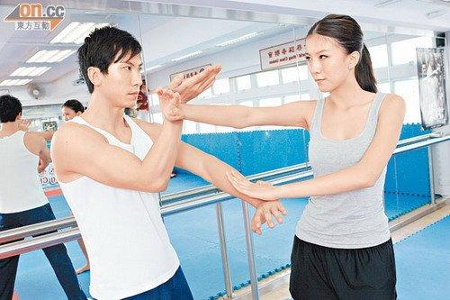 陈嘉桓与师兄杜宇航均是咏春高手,演功夫片绝无难度。