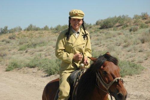 涓子新疆讲述《兵团往事》 再做坚强女性代言人