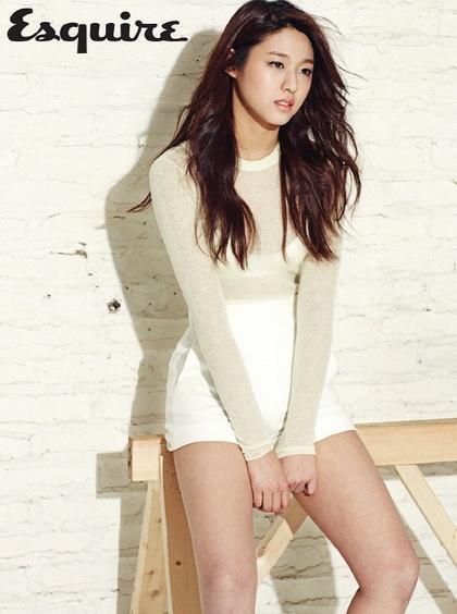 韩女团穿内衣配透视装
