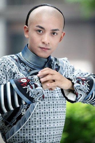 """新版尔康惹人爱 李佳航自称""""黑马""""不敢当王子"""