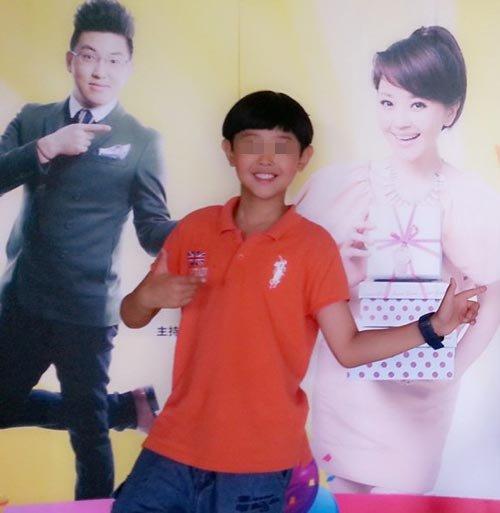 美女主播方琼9岁可爱儿子近照曝光(图)