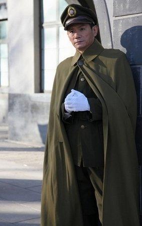 《新亮剑》热播 果静林凸显中年男人魅力