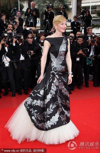组图:戛纳电影节红毯 布兰切特纱摆裙彰显华丽