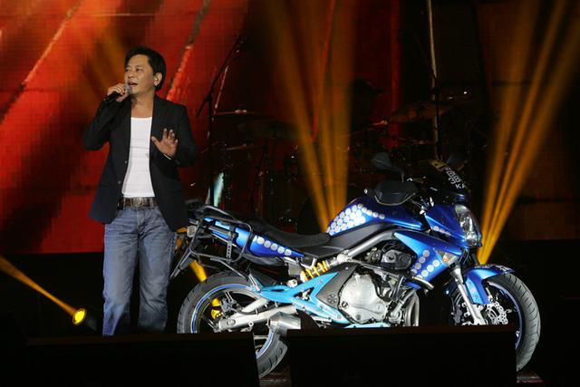 王杰赴大马举办慈善演唱会 收入将捐赠公益机构