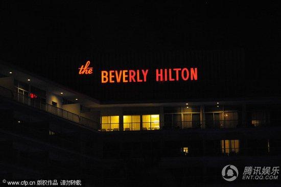 惠特尼·休斯顿死于希尔顿酒店 尸体被警方运走