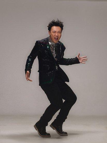 陈奕迅的老师是谁_《最强音》导师陈奕迅罕见童年光头萌照_八卦