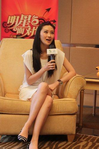 林鹏凤袍加身出席上海电影节 最想看中国馆