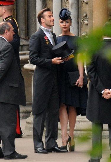 小贝燕尾服出席威廉大婚 辣妹超高跟鞋成亮点