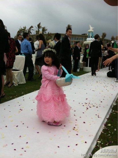 大S婚礼现场直击 小S女儿做花童可爱似仙女
