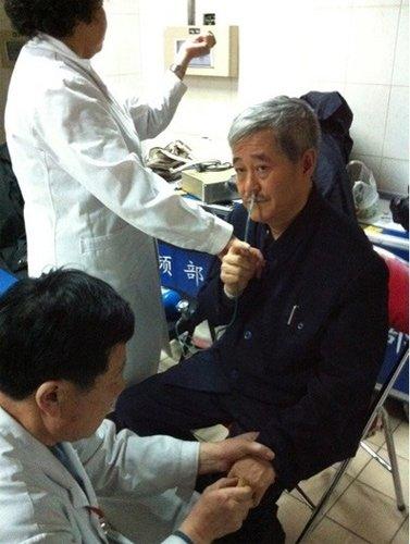 直击春晚后台:赵本山身体状况堪忧 下台即就医