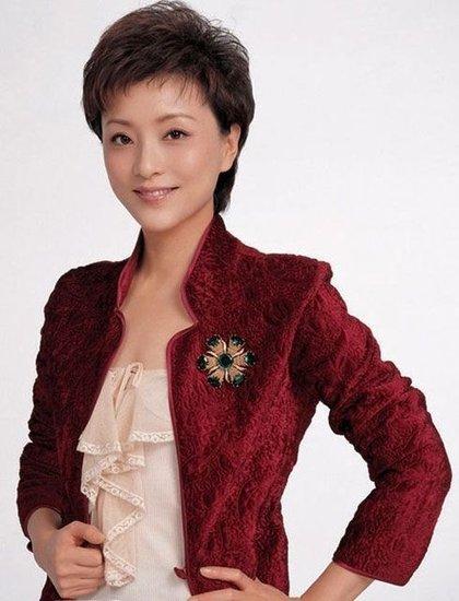 杨澜被曝身价过70亿跻身女富豪 投资主持两不误