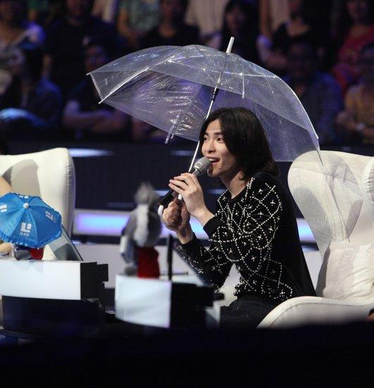 《最美和声》诞终极八强 雨神遭调戏打伞点评