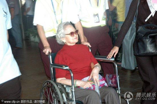 大S三亚大婚 徐爸默默抵达徐奶奶坐轮椅现身