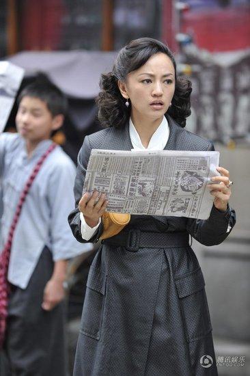 """独家解读《借枪》台词:大调子""""贫""""出时尚感"""