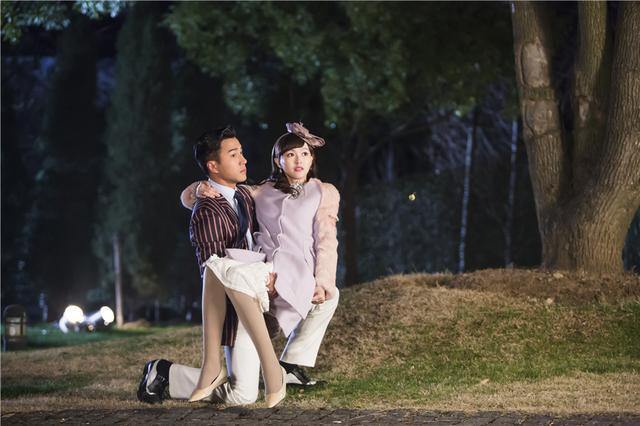 """《千金女贼》杀青 刘恺威唐嫣""""公主抱""""欢庆"""