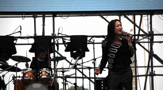 龙梅子献唱理想之旅音乐节 乐队卧虎藏龙